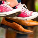 20代女性にはスニーカーをプレゼントしよう!選び方のポイント&人気のスニーカー10選