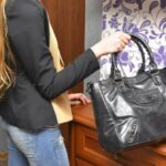 オシャレで実用的なバッグを贈ろう!大学生の彼女にプレゼントするバッグの選び方&人気のブランド7選